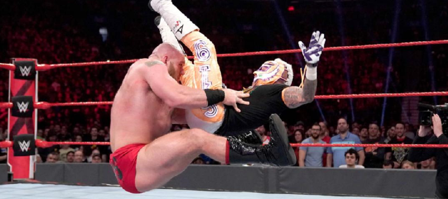Lars Sullivan sit out powerbomb on Rey Mysterio