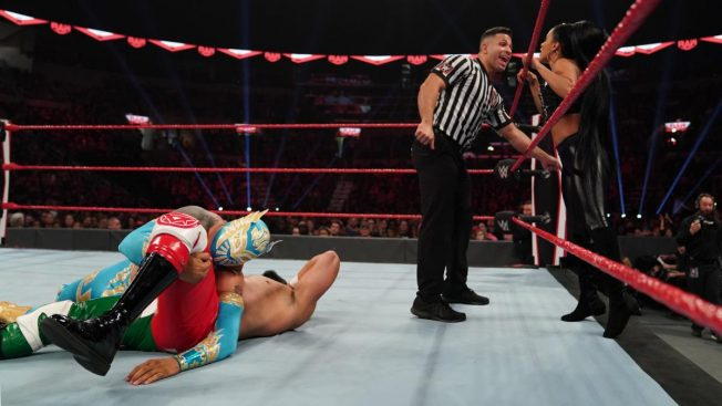 Zelina Vega distracts the ref so Sin Cara can't pin Andrade